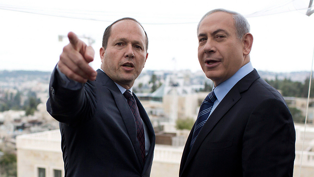 Jerusalem Mayor Barkat with Prime Minister Netanyahu (Photo: EPA)