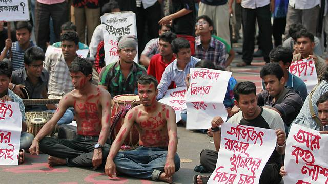 Bangladeshi students and social activists protest against the killing (Photo: AP)