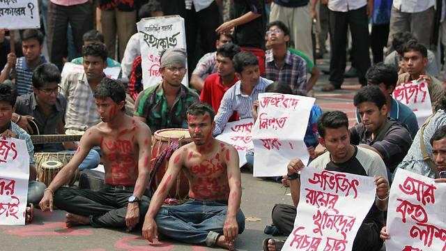 Bangladeshi students and social activists protest against the killing (Photo: AP)