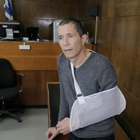 אלי טביב, לאחר החבלה בידו מניסיון הירי ב-2015 (צילום: ראובן שוורץ)