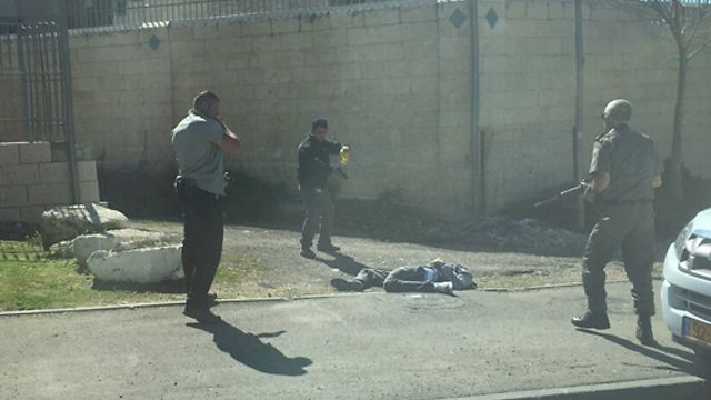Terrorist wounded after being shot (Photo: Jessica Muscio, Benna Mental)