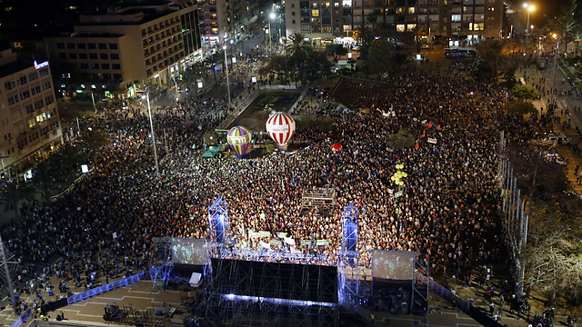 Tens of thousands converge on Rabin Square (Photo: AFP)