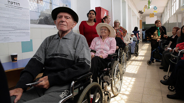 Elderly voters queue in Holon (Photo: Reuters)