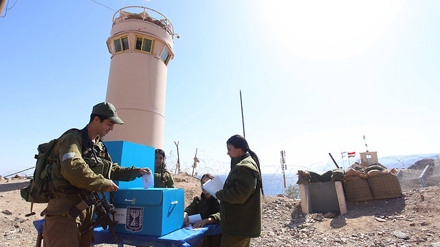 Soldiers vote at a remote outpost (Photo: IDF Spokesman Unit)