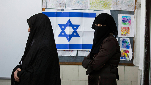 Bedouin women vote in Rahat (Photo: AP)