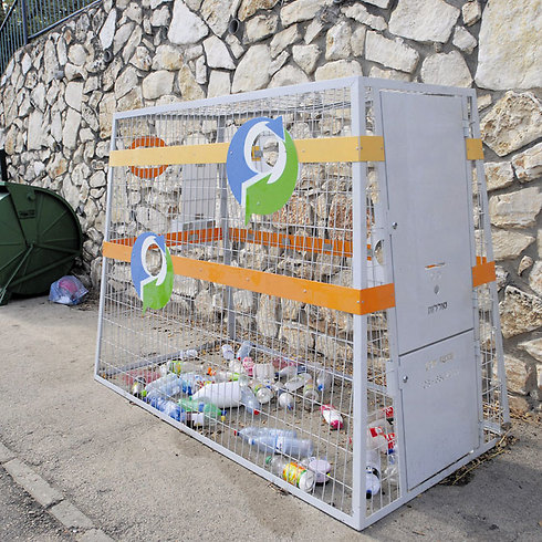 ELA bottle and battery recycling bin on the streets of Israel (Photo: Doron Golan)