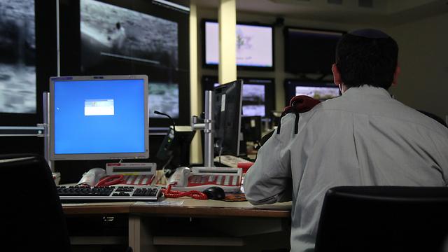"""בשידור חי ממזל""""ט, מל""""ט או לוויין (צילום: אלי סגל)"""