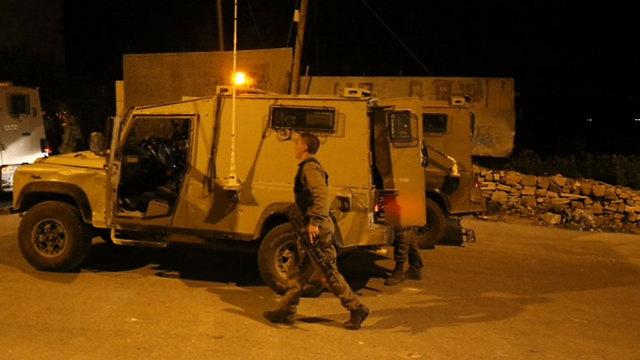 Israeli forces near Hebron (Photo: Motti Kimchi)