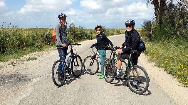 Bike riders at Be'eri Forest (Photo: Roee Idan)
