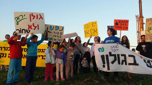 """הפגנה נגד קידוח הנפט בגולן (צילום: ארגון """"מגמה ירוקה"""")"""