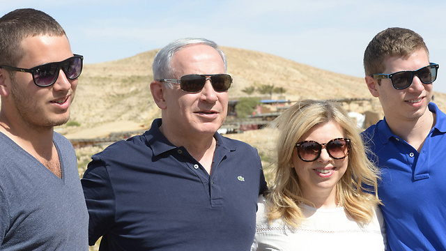 Netanyahu and family on trip to southern Israel. (Photo: Amos Ben Gershom / GPO)