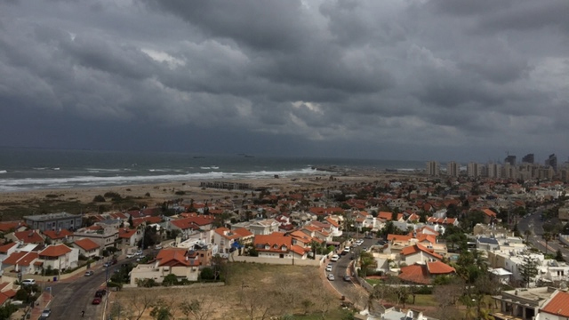 Cloudy weather in Ashdod (Photo: Shmuel David)