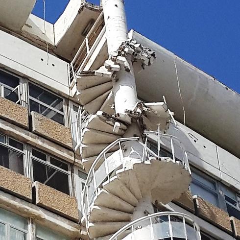 המדרגות שקרסו (צילום: עמית קוטלר)
