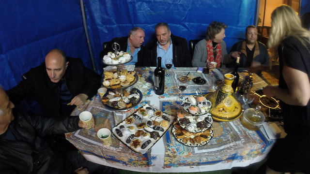 Lieberman at Mimouna celebrations in Jerusalem (Photo: Eli Mendelbaum)