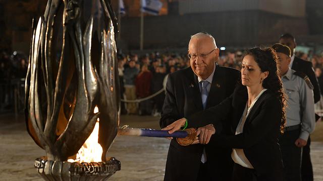 """הנשיא מדליק נר זיכרון בכותל (צילום: קובי גדעון/לע""""מ)"""