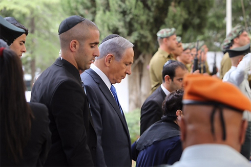 Netanyahu at Mt. Herzl memorial ceremony (Photo: Gil Yohanan)