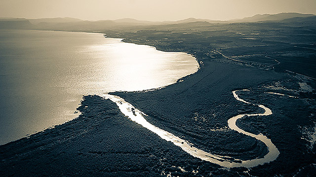 Jordan river flows in to Sea of Galilee. (Photo: Israel Bardugo)