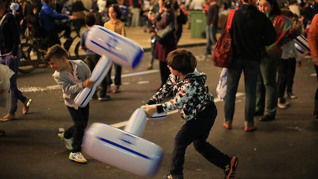 קרב פטישים בתל אביב (צילום: ירון ברנר)