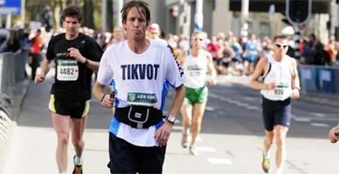 Eitan Hermon running in the London Marathon last weekend (Photo: Razi Livnat)