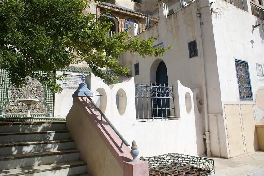 הכניסה להיכל התפילה היהודי הצמוד לבית הקברות (צילום: אלפרד תאומים)