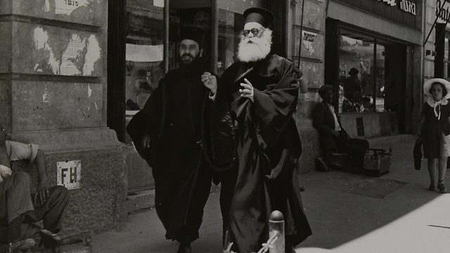 Monks on Jaffa street (Photo: Jacques Rom)