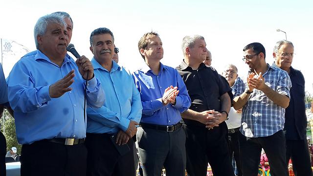 ראש העיר ביטון בהפגנה (צילום: הרצל יוסף)
