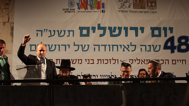 Bennett speaking at the Western Wall ceremony, with Gilad Erdan and Gideon Sa'ar also in attendence (Photo: Gil Yohanan)