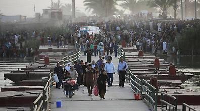 Refugees flee Ramadi. (Photo: Reuters)