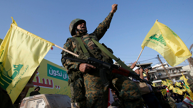 Hezbollah rally marking 15 years since Israel's withdrawal from south Lebanon (Photo: Reuters)