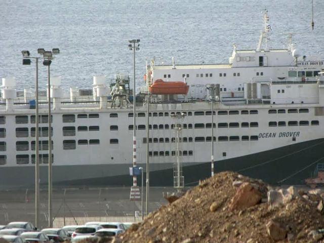אחת מספינות המשא שמגיעות מאוסטרליה לישראל עוגנת בנמל אילת (צילום ארכיון: אנונימוס זכויות בעלי חיים) (צילום: צילום: אנונימוס לזכויות בעלי חיים)