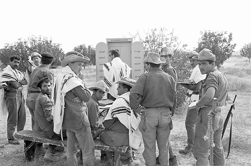 IDF troops praying in the run-up to the war (Photo: IDF Archive)