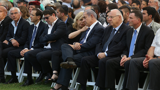 MK Yelin, Opposition leader Herzog, MK Akunis, Sara Netanyahu, Prime Minister Netanyahu and President Rivlin at the ceremony (Photo: Gil Yohanan)