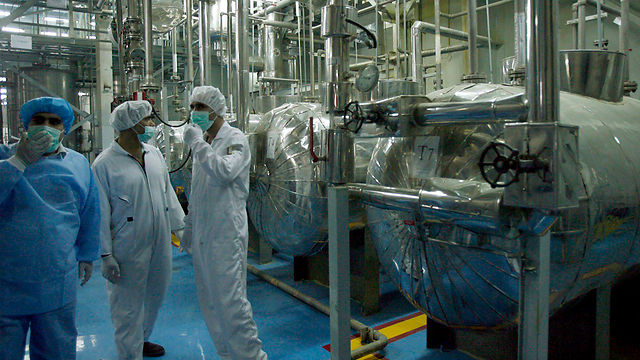 Iranian scientists at Iran's Isfahan nuclear facility (Archive photo: EPA)