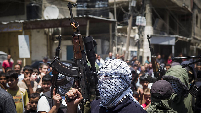 Hundreds flee clashes in Palestinian refugee camp in Lebanon