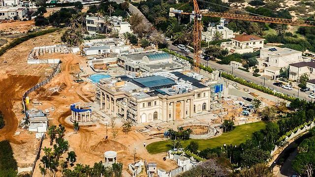 The mansion one-and-a-half years ago. (Photo: Israel Bardugo)