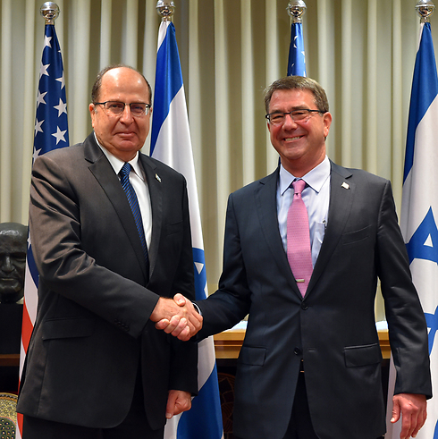 Carter (right) greeted by Defense Minister Ya'alon upon his arrival in Israel. (Photo: Ministry of Defense)