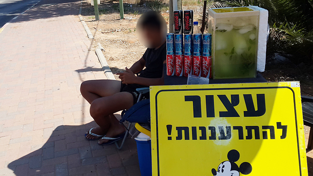 Israeli police stamp out teenager's illegal lemonade stand
