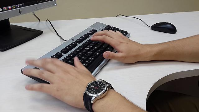 Remote control of... (Photo: IDF Spokesman, Yoav Zitun)