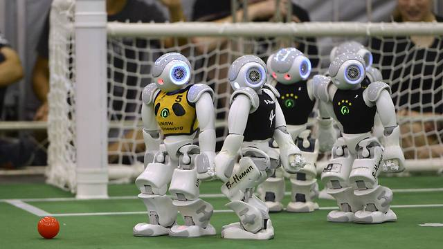 The robotic duel (Photo: Reuters)