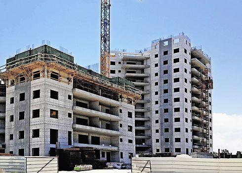 """""""יותר ויותר דירות משמשות למשרדים"""". בנייה (צילום: נחום סגל )"""
