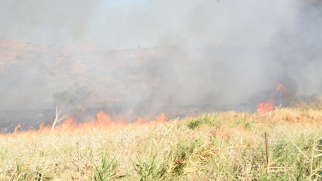 Brush fire caused by explosion (Photo: Avihu Shapira)