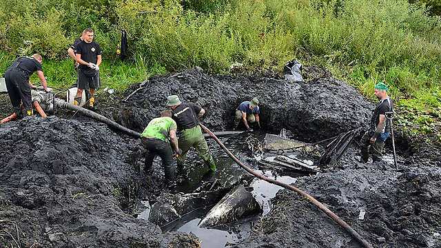 Excavating the Soviet plane (Photo: AP)