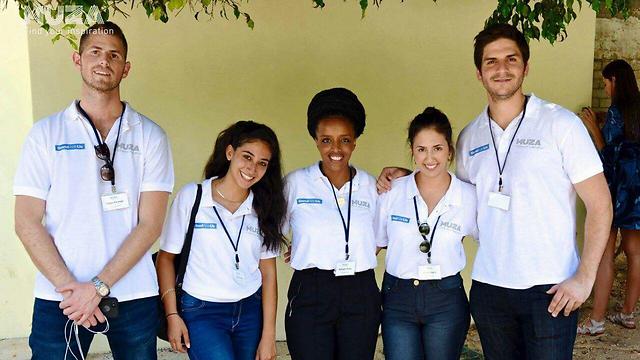 """האורחים מחו""""ל עם סטודנטים מהמרכז הבינתחומי (באדיבות Standwithus)"""