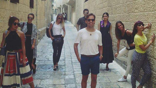 """הבלוגרים בירושלים. """"הלבוש שם יותר מסורתי"""" (באדיבות Standwithus)"""