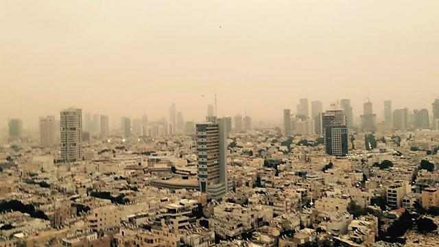 The sand storm in Tel Aviv (Photo: Adam Evenhaim)