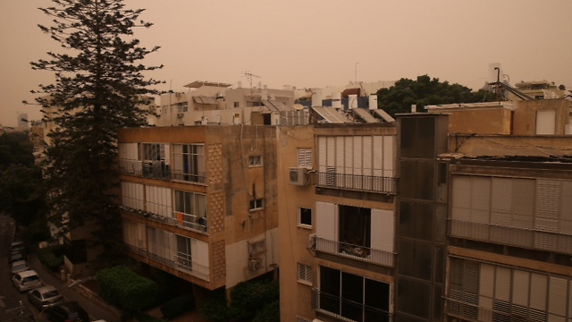 Sand storm in Tel Aviv (Photo: Moti Kimchi)