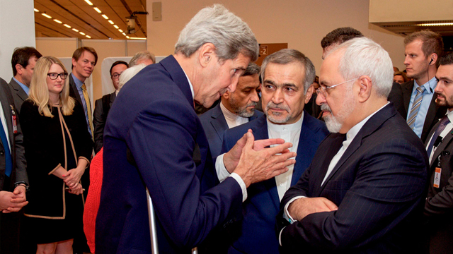 Iranian Foreign Minister Mohammad Zarif (R) with US Secretary of State John Kerry. The nuclear agreement is seen by the Saudis as the biggest sin (Photo: Reuters)