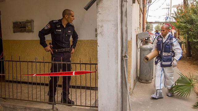 Scene of murder in Petah Tikva (Photo: Ido Erez)