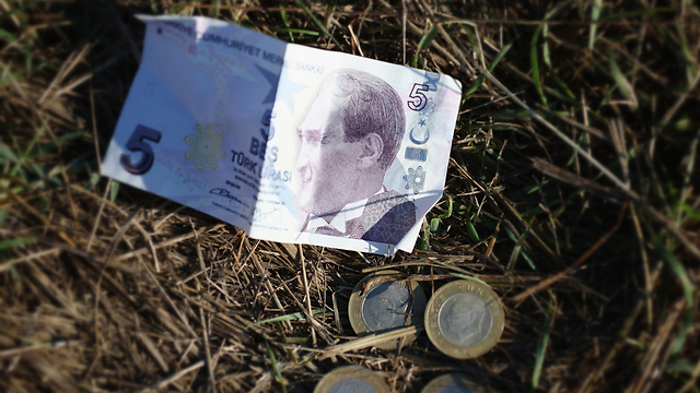 Turkish currency, left behind for lack of use inside Europe. (Photo: Getty Images)