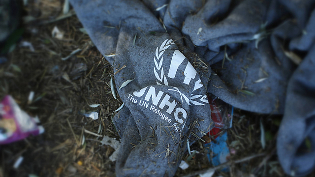 A UN refugee agency blanket. (Photo: Getty Images)